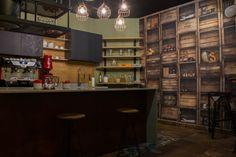 Biblioteka Hub, Palatul Noblesse Bucuresti - Amenajare interioara stil industrial-design - Studio inSIGN Stil Industrial, Industrial Design, Noblesse, Liquor Cabinet, Restaurant, Bar, Studio, Home Decor, Decoration Home