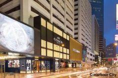 Harbour City Shopping Mall  Harbour City Mall memiliki ratusan jenis merek toko ternama. Selain toko – toko ternama, restaurant, dan cafe juga terdapat di Mall ini. Harbour City Mall merupakan salah satu tempat yang tepat untuk berbelanja barang-barang bermerek di Hong Kong.