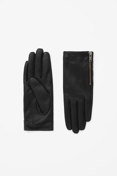 Made from buttery leather and lined in cashmere, these warm gloves are are close fit with a modern size-zip detail.