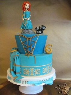 One of the sweetest hand-sculpted Meridas I've seen, and that dress design on the cake? Awesome sauce.