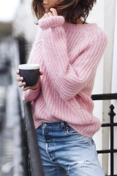 17 Simple Denim Outfits You Can Copy Now, Spring Outfits, Casual spring outfit. Pink sweater with blue jeans Rosa Pullover Outfit, Pullover Mode, Outfits Winter, Spring Outfits, Casual Outfits, Denim Outfits, Winter Dresses, Pink Sweater Outfit, Sweater Fashion