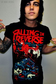 Kellin Quinn in a Falling in Reverse shirt.. yupp i just died... ;)
