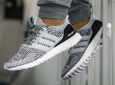 Sneakers Mode, Sneakers Fashion, Fashion Shoes, Adidas Sneakers, Yeezy Sneakers, Adidas Fashion, Sneaker Outfits, Adidas Shoes Women, Nike Shoes