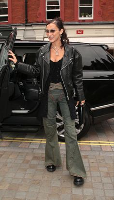 Celebrity Outfits, Celebrity Style, Isabella Hadid, Bella Hadid Style, London Today, Celebs, Celebrities, Going Out, Cool Style