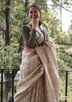 Handwoven pure tussar saree, adorned with intricate embroidered motifs. Saree Blouse Patterns, Saree Blouse Designs, New Saree Designs, Mehndi Designs, Cotton Saree Designs, Saree Poses, Stylish Sarees, Trendy Sarees, Saree Photoshoot