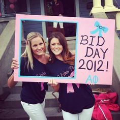 Alpha Phi Bid Day Pic! Love their shirts and everything about this pic