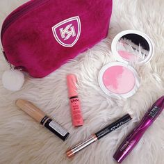 Spring look #cosmetici #makeup #smink #mik #magyarig #naturalbeauty #nyx #buttergloss #catrice #revlon #kiko #theartist #blush #eyeshadowstick #copper #vanitycase #metoday #springtime #tavasz #happyeaster #husvet #instabeauty #cosmetics by borsitsenci