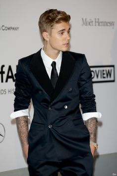 Video: Justin Bieber At amfAR's Cinema Against AIDS Gala 2014 Cannes, France