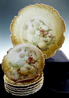 Antique berry set hydrangeas Rosenthal Bavaria c. 1900 from Victoria's Curio Exclusively on Ruby Lane Antique Dishes, Antique China, Mould Design, China Painting, China Patterns, China Porcelain, Fine China, Bavaria, Bowl Set