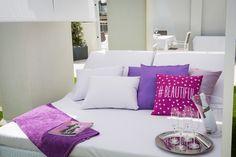 SANTORINI APARTMENT | Disfruta de una de las mejores vistas a la playa de Talamanca desde cualquiera de las dos amplias terrazas y del espacioso solárium de este apartamento de 100m2 #ibiza #luxury #ibizaluxury #apartments