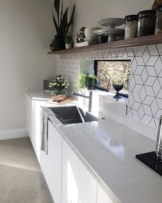 Below are the Geometric Backsplash Tile Kitchen Cool Ideas. This post about Geometric Backsplash Tile Kitchen Cool Ideas was posted … Kitchen Backsplash Interior, Kitchen Soffit, Copper Backsplash, Beadboard Backsplash, Herringbone Backsplash, Backsplash Ideas, Mirror Backsplash, Basement Kitchen, Classic Kitchen