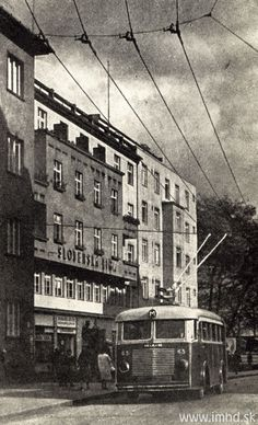 14 tratí, po ktorých trolejbusy jazdili, a už nejazdia Bratislava, Public Transport, Old Town, Old World, Old Photos, Louvre, Street View, Europe, Geo