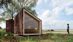 Tiny/Micro-House...LOVE the glass endwall.