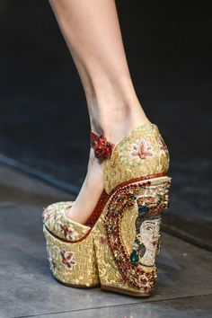 Dolce & Gabbana autumn/winter 2013 - http://www.vogue.co.uk/fashion/autumn-winter-2013/ready-to-wear/dolce-and-gabbana/close-up-photos/gallery/941179