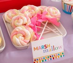 Vens P's Birthday / Candy, Candyland, Candy Land - Photo Gallery at Catch My Party Birthday Candy, Birthday Treats, Party Treats, Party Favors, Birthday Parties, Bar A Bonbon, Little Presents, Silvester Party, Marshmallow Pops