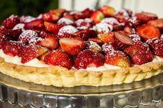 Tarta z budyniem i truskawkami Waffles, Cheesecake, Breakfast, Food, Recipes, Cakes, Drinks, Pies, Morning Coffee