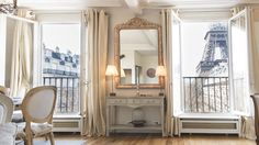 Situated in the 7th arrondissement, on the left bank of the river Seine, this 680-square-foot, air-conditioned apartment rental is a pure delight for your Paris vacation.