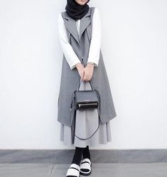 Reminder of it, to be an option, Mind wide open for possibilities. Reminder of it, to be an option, Mind wide open for possibilities. Modern Hijab Fashion, Muslim Women Fashion, Street Hijab Fashion, Hijab Fashion Inspiration, Grey Fashion, Modest Fashion, Fashion Outfits, Modele Hijab, Hijab Fashionista