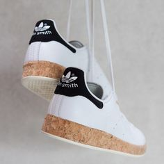 Adidas Women Shoes - Adidas Stan Smith Sneaker mit Korksohle // Victoria Suen adidas shoes women - We reveal the news in sneakers for spring summer 2017 Adidas Stan Smith Outfit, Adidas Stan Smith Sneakers, Sneakers Mode, Sneakers Fashion, Fashion Shoes, Mode Shoes, Grey Sneakers, Adidas Fashion, Fashion Outfits