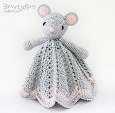 Very sweet little mouse lovey. Ravelry: Wee Mouse Lovey pattern by Briana Olsen Crochet Security Blanket, Crochet Lovey, Crochet Gratis, Crochet Patterns Amigurumi, Crochet Blanket Patterns, Baby Blanket Crochet, Crochet Dolls, Baby Patterns, Free Crochet