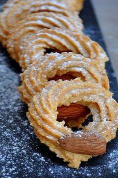 טעמת? נתפסת! מתכון לעוגיות מרוקאיות ממכרות בטעם נהדר. Moroccan Desserts, Middle Eastern Desserts, Algerian Recipes, Biscuit Cookies, Cake Cookies, Energy Snacks, Xmas Food, Recipe Images, No Bake Cake