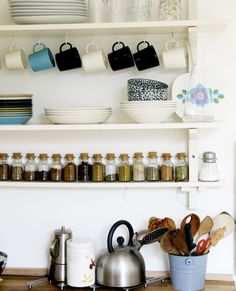 I love the openness of the shelves. (:
