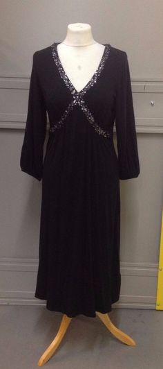 BODEN Ladies beautiful black v neck dress Size V Neck Dress, Evening Dresses, Tunic Tops, Lady, Beautiful, Fashion, Boden, Evening Gowns Dresses, Moda