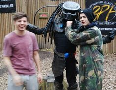 Zayn Malik and Louis Tomlinson paintballing in doncaster Take Me Home, Ed Sheeran, Zayn Malik, Liam Payne, Louis Tomlinson, My Sunshine, One Direction, First Love, Fangirl