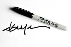 How to Make a Signature Brush in Photoshop - Creating a signature brush in Photoshop gives you a quick, convenient way to watermark your images. Adobe Photoshop, Photoshop Brushes, Photoshop Elements, Photoshop Tutorial, Photoshop Actions, Photoshop For Photographers, Photoshop Photography, Watermark Ideas, Photography Lessons