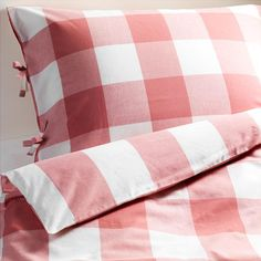 We love this Gingham Duvet Set from Ikea! Nothing says summer quite like gingham.