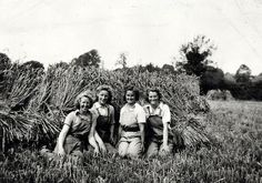 Second World War, 4 Land Army girls - Manor Farm (Baker's Farm), Folkingham - Museum of Lincolnshire Life Ww2 Pictures, Historical Pictures, Vintage Pictures, Women In History, British History, Ww2 History, Land Girls, Army Girls, Women's Land Army