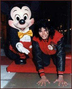 マイケルと-ミッキー·マイケル·ジャクソン30568769-486-604