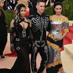 Nicki Minaj ignora Demi Lovato em foto e cantora debocha em redes sociais #Brincadeira, #Cantora, #Diretor, #Famosos, #Fotos, #Instagram, #MetGala, #Minaj, #NickiMinaj, #Noticias, #Polêmica, #Popzone, #Rapper http://popzone.tv/2016/05/nicki-minaj-ignora-demi-lovato-em-foto-e-cantora-debocha-em-redes-sociais.html
