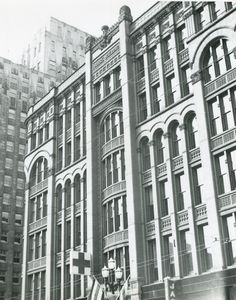 Burke Building. Used to stand where the Federal building stands today at second and Marion.