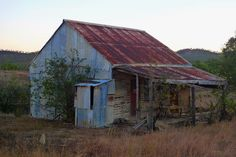 Derelict gold miners cottage - Kingsborough Far North Queensland by Ginger Megs… Old Abandoned Houses, Abandoned Mansions, Abandoned Buildings, Abandoned Places, Australian Houses, Gold Miners, Best Barns, Natural Homes, Old Farm Houses