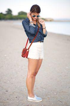 完美演繹優雅與悠閒:蕾絲短褲的時尚穿搭法!
