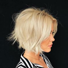 60 Layered Bob Styles: Modern Haircuts with Layers for Any Occasion, Frisuren, Messy Blonde Bob. Layered Bob Hairstyles, Haircuts For Fine Hair, Short Bob Haircuts, Modern Haircuts, Cool Hairstyles, Hairstyles Haircuts, Blonde Hairstyles, Medium Hairstyles, Ladies Hairstyles