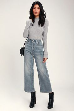 Shake up your denim collection with the Free People Wales Light Wash Wide Leg High-Waisted Cropped Jeans! Faded light wash wide-leg jeans with high waist. Wide Pants Outfit, Cropped Jeans Outfit, High Waisted Cropped Jeans, Jeans Outfit Winter, Wide Leg Cropped Pants, High Waist Jeans, Wide Legged Pants, Gaucho Pants Outfit, Denim Culottes Outfits