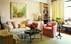 feng-shui-facile-fauteuils-colorés-tableau-décoratif-rideaux-beiges