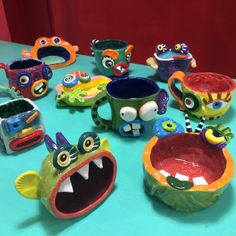 a collection of monster pinch pots kinder Clay Art Projects, School Art Projects, Ceramics Projects, Clay Crafts, Projects For Kids, Clay Art For Kids, Kids Clay, Clay Monsters, Ceramic Monsters