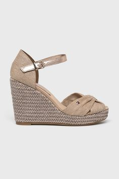 Sandale tommy hilfiger pret Pret, Beach Sandals, Stripe Print, Stripes, Shoes, Fashion, Beach Flip Flops, Moda, Zapatos