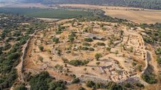 Palace of King David Unearthed in Israel Jul 2013 by Sergio Prostak This is an aerial photo of the site at Khirbet Qeiyafa (Sky View / Hebrew University / Israel Antiquities Authority) Israel History, Ancient History, Jewish History, Roi David, David And Goliath, Archaeological Discoveries, Archaeological Finds, Archaeology News, Sky View