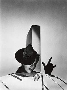 1937 - Lisa Fonssagrives with Balenciaga hat by Horst