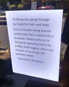 When a restaurant owner decided to help the homeless people in the neighborhood. | 23 Reminders That Humans Can Actually Be Really Sweet