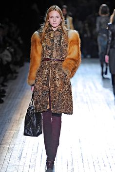 Theyskens' Theory    Unhappily with real fur !!
