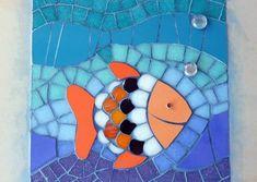 Andamento Ondas Kids Rugs, Home Decor, Painted Rocks, Vases, Tiles, Mosaic Designs, Glass Art, Animales, Hangers