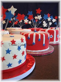 Fourth of July Patriotic Wedding Ideas - isn't 50's glam perfect for a red…
