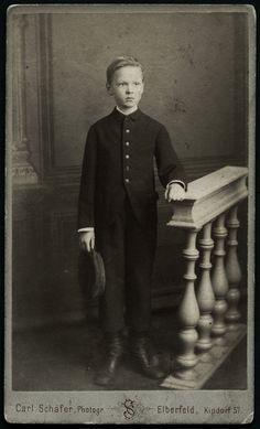 https://flic.kr/p/NMm48C | Archiv Chris050 Jugendlicher, Porträt (front), 1910er | Vermutlich Ernst (?)