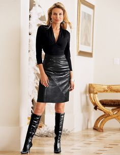 Mature blonde in classy black leather skirt and boots outfit Hot High Heels, High Heel Boots, Heeled Boots, Black Leather Skirts, Leather Dresses, Look Fashion, Skirt Fashion, Womens Fashion, Leather Fashion