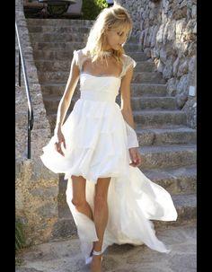 Anja Rubik portant une robe de mariage Emilio Pucci 2011 http://www.vogue.fr/thevoguelist/emilio-pucci/208